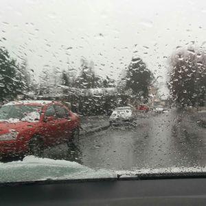 Sää voi muuttua nopeastikin talvisesta vetiseksi.