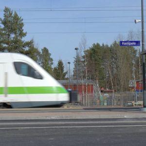 Junat ajavat vielä Kempeleen ohi, mutta 20.6. alkaen osa junista pysähtyy myös siellä.