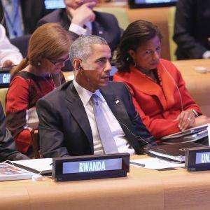 Ruandan presidentti Paul Kagame ja Yhdysvaltain presidentti Barack Obama istuivat vierekkäin YK:n rauhanturvaamisen huippukokouksessa New Yorkissa syyskuussa 2015.
