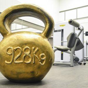 Kahvakuula, jossa lukee 928 kiloa