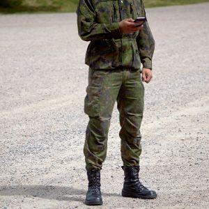 Sotilas ja kännykkä