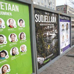 Vuoden 2015 eduskuntavaalien mainoksia.