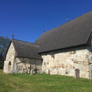 Pyhän Mikaelin kirkko Keminmaassa.