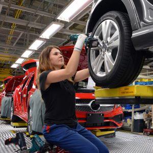 Mercedes-Benzin A-sarjan autojen valmistusta Uudenkaupungin autotehtaalla. UUSIKAUPUNKI