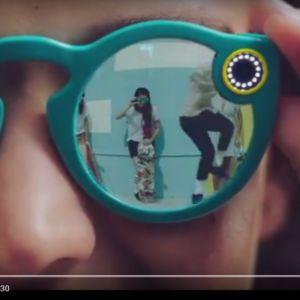 Kuvakaappaus Spectacles-videolta YouTubesta.