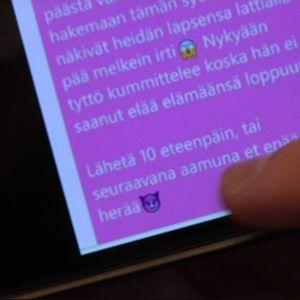 Pikaviestinpalvelu Whatsappissa on kiertänyt uhkaavia viestejä.