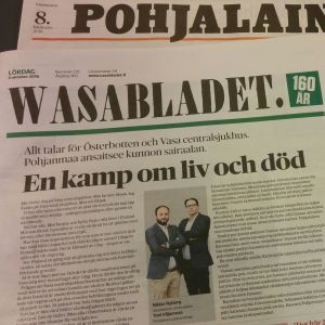 Pohjalaisen ja Wasabladetin päätoimittajien kannanotot lehtien etusivuilla 8.10.2016.
