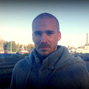 Aleksi Valavuori on aiemmin toiminut muun muassa Suomen Pelkokertoimen juontajana.