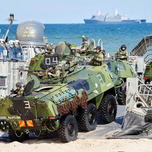 Suomalaisia joukkoja Naton harjoituksissa.