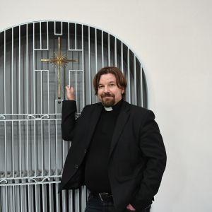 Helsingin Paavalin seurakunnan kirkkoherra Kari Kanala.