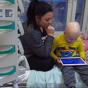 Syöpää sairastava Nooa, 5, ja äiti Hanna Kovanen