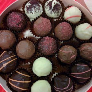 Suklaakonvehteja käsityönä
