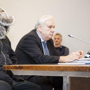 Pohjois-Karjalan käräjäoikeudessa Kontiolahdella luettiin syytteitä hukutusten sarjasta syytetylle miehelle 23. marraskuuta 2016.