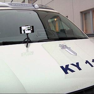 Poliisit voivat kuvata verkkoon materiaalia esimerkiksi tien päältä ja näyttää toimenpiteitä kolaripaikalta.