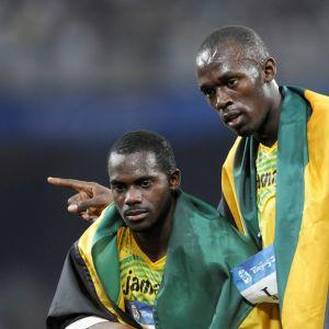 Nesta Carter ja Usain Bolt Pekingin olympiakisoissa vuonna 2008 voitettuaan viestikultaa.