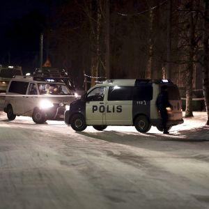 Poliisi on sulkenut liikenteen.