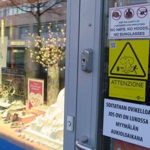varoitustarroja ovella
