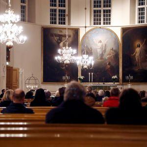 Suruhartaus Tyrvään kirkossa Sastamalassa sunnuntaina.