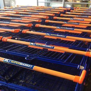 K-Supermarketin ostoskärryjä kärryparkissa.