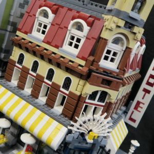 Legotalo Cafe Corner Modular House -sarjasta