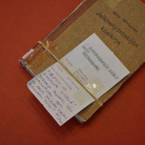 vanha kirja muistilapulla