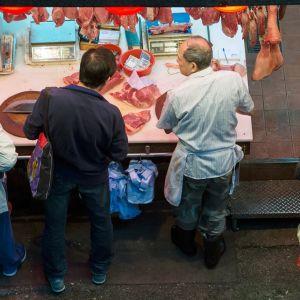 Lihakauppaa Hong Kongissa, Kiinassa.