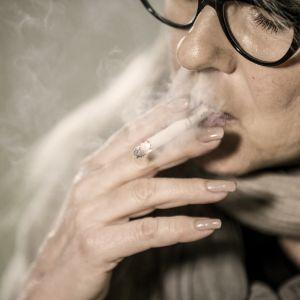 Perjantain toimittaja Ami Assulin pani toivonsa varekliniiniä sisältävään lääkkeeseen. Sen pitäisi vähentää tupakanhimoa ja lieventää vieroitusoireita nikotiinista.