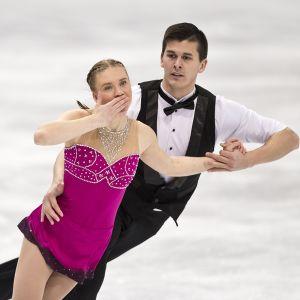Emilia Simonen ja Matthew Penasse kuvassa