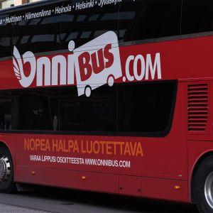 Onnibus saapumassa Helsingin Kampin terminaaliin.