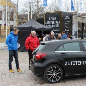 Valmet Automotiven rekrytointikiertue Mikkelin torilla.