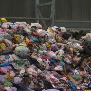 Jätteitä Salon Korvenmäen jäteasemalla.