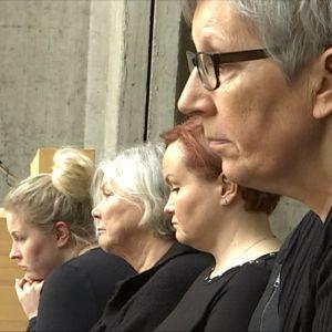 Hailuotolaisia naisia näytelmästä Seitsemän naista ristillä.