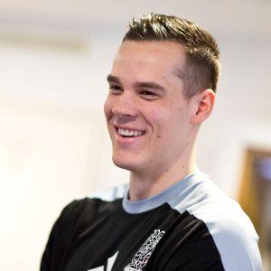 Nico Rönnberg hymyilee kuvassa