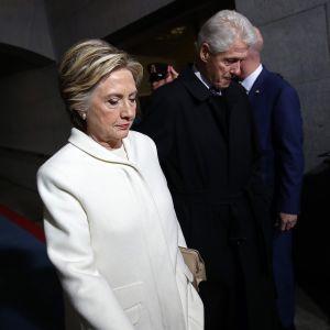 Hillary ja Bill Clinton Donald Trumpin virkaanastujaisissa Washingtonissa 20. tammikuuta.