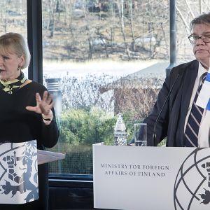 Margot Wallström ja Timo Soini.