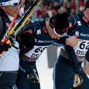 Matti Heikkinen (keskellä) ja Sami Jauhojärvi (oikealla) ehtivät olla maajoukkueessa monta vuotta yhtäaikaa. Kuvassa myös Suomen hiihtojoukkueen entinen päävalmentaja Magnar Dalen.