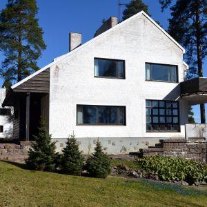 Alvar Aallon suunnittelema yli-insinöörin asunto Tehtaanmäellä Inkeroisissa.