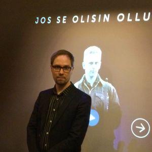 Päämajamuseon amanuenssi ja Sodan ja rauhan keskus Muistin näyttelyasiantuntija Olli-Pekka Leskinen Jos se olisin ollut minä -näyttelyssä.