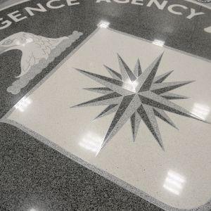 CIA:n tunnus on maalattu keskustiedustelupalvelun päämajan lattiaan Langleyssa Yhdysvalloissa.