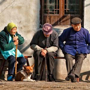 Vanhuksia Kiinassa.