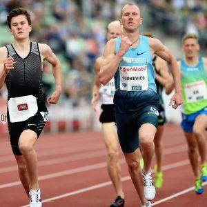 Jakob Ingebrigtsen (vasemmalla) kuvassa