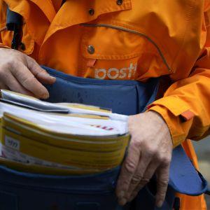Postinkantaja työssään