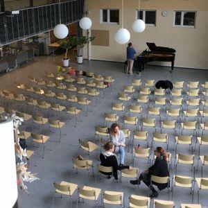Koulun sali.