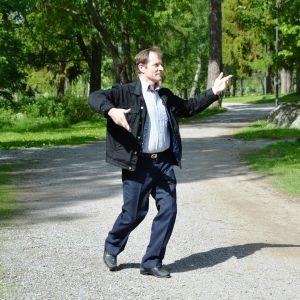 heino Heikkilä tanssi lenkkipolulla