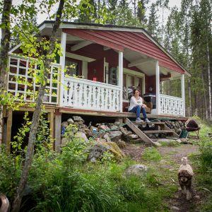 Natasha Anttilalla on kesämökki Karkkilassa.