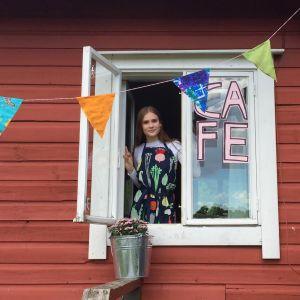 Nuorten hävikkiruokakahvila toimii kesäkuun ajan. Kuvassa Kati Welling