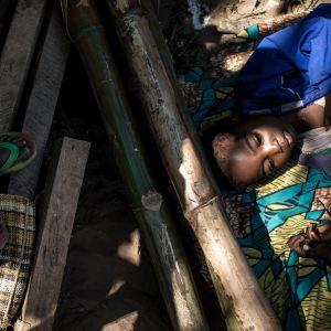 Kasain väkivaltaisuuksia paenneita lapsia Kikwitissä, Kongossa 7. kesäkuuta.