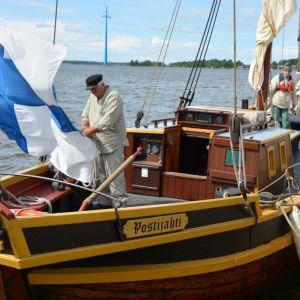1600-luvun henkeen tehty Postijahti kerää satamassa ja merellä aina utelaita ihastelijoita