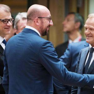 Pääministeri Juha Sipilä, Belgian pääministeri Charles Michel ja Eurooppa-neuvoston puheenjohtaja Donald Tusk ennen EU-huippukokouksen alkua.