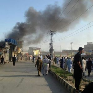 Ainakin kaksi itsemurhapommi-iskua tehtiin Parachinarissa, Pakistanissa, 23. kesäkuuta 2017.
